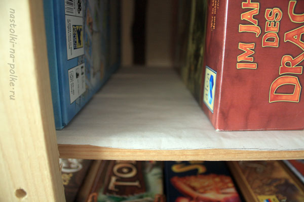 Бюджетный стеллаж для настольных игр